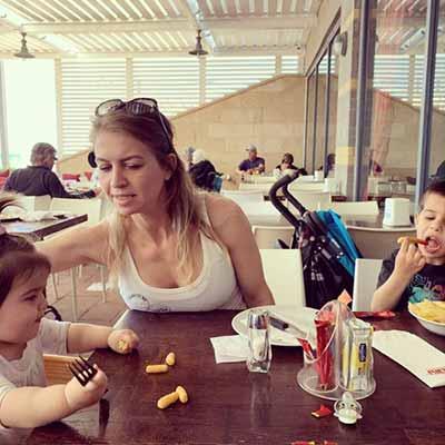 ריטה פסחוב עם הילדים