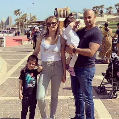 ריטה פסחוב עם המשפחה בים