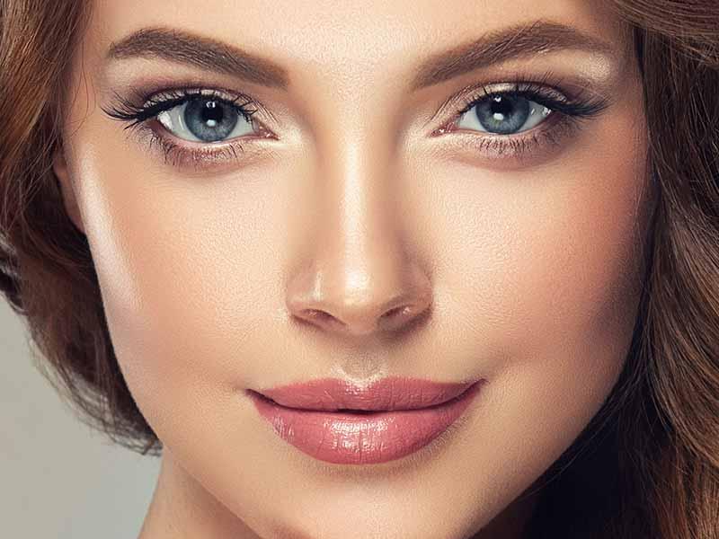 איפור קבוע להדגשת שפתיים